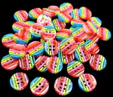 Regnbuefargede knapper