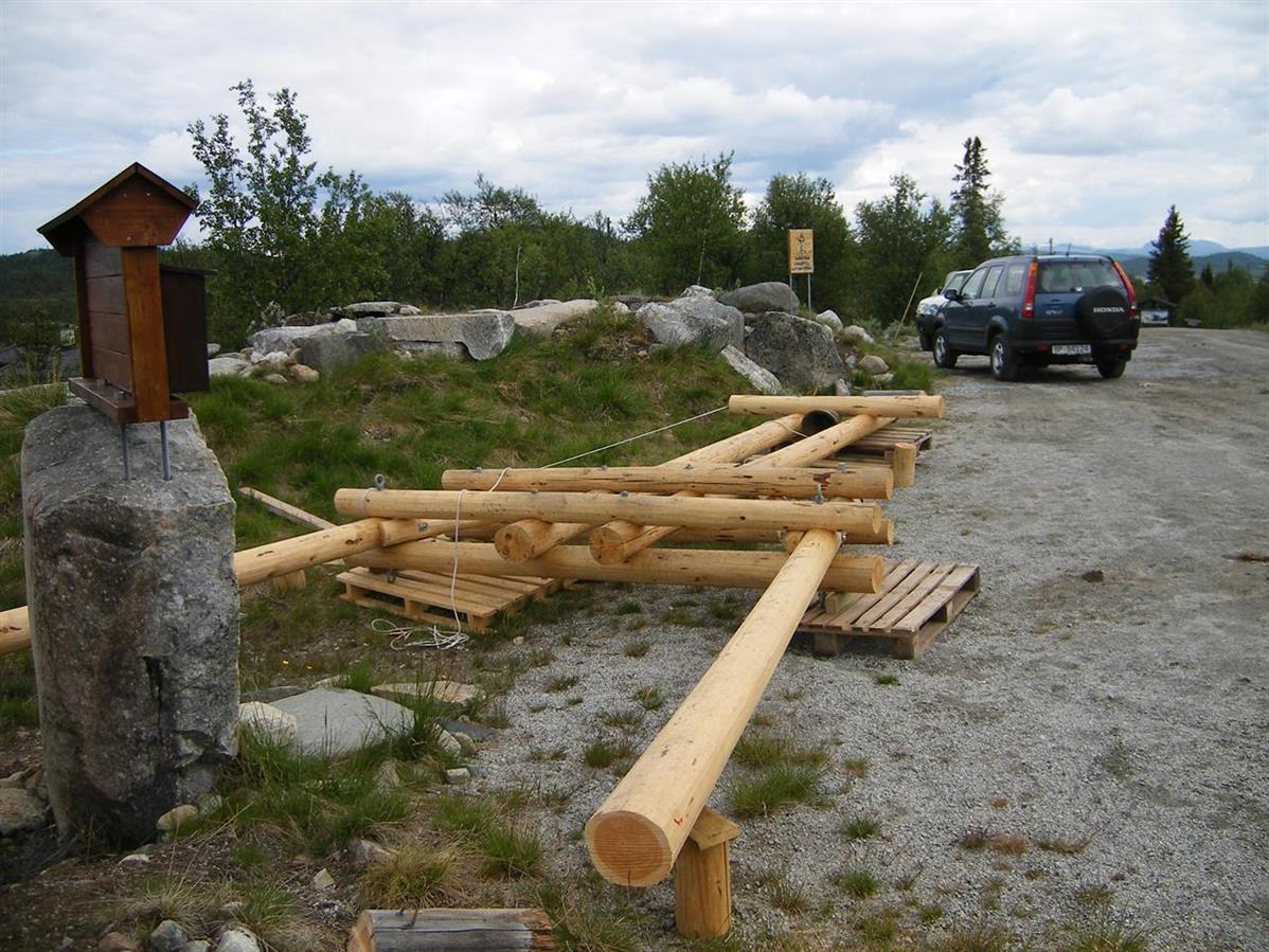 Tømmeret på plass ...