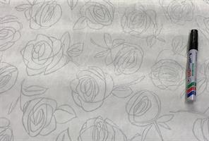 Konstläder Roses vit m silverrosor