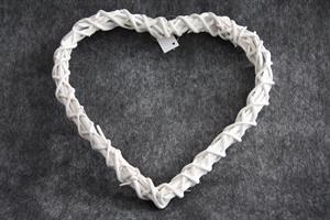 Hjärta av pil vit 25x25cm m. hänge
