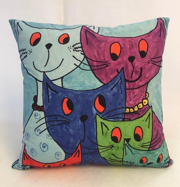 """Kudde """"Festprissar"""" med glada katter"""