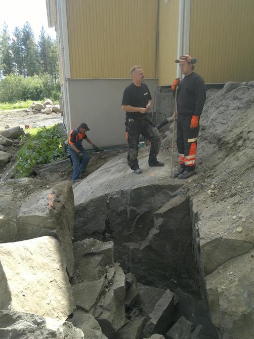 SIISTIÄ RÄJÄYTYSJÄLKEÄ