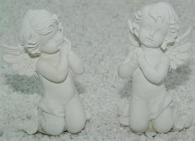 ÄNGEL vit på knä  ass