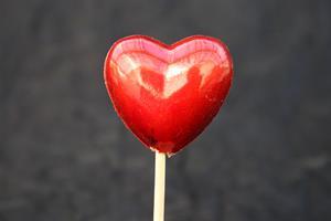 Hjärta plast röd 4cm 48st/fp