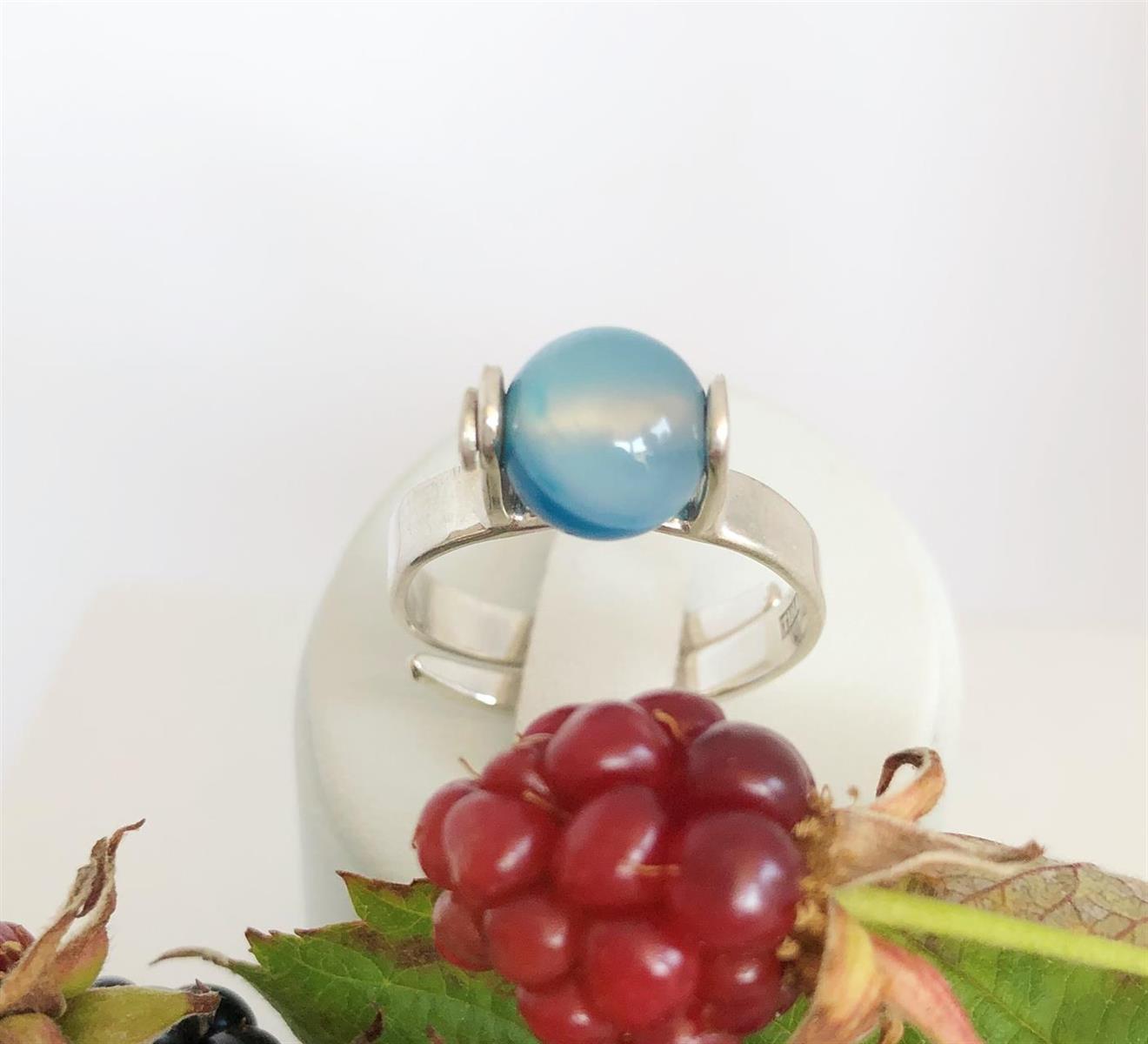 Ställbar ring i silver med tvåfärgad agat.