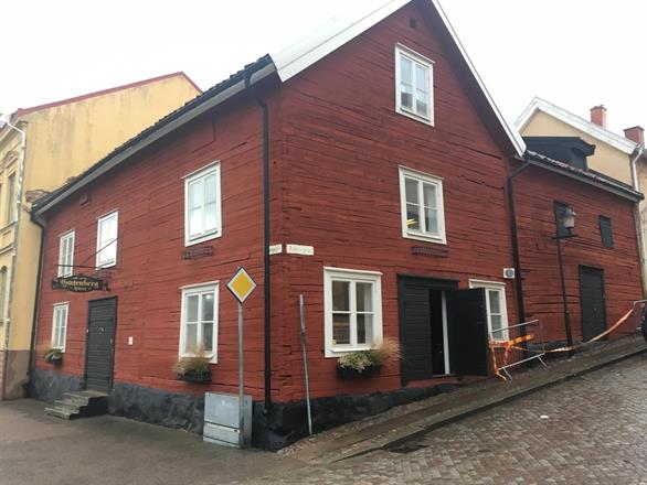 Restaurering av Gutenberghuset i Mariestad skedde under 2017-2018, i samarbete med Timmerbjörn, Traditionsbärarna. Klicka på bilden för vidare läsning.
