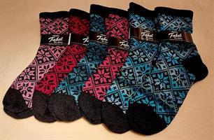 Strikkede sokker til voksne