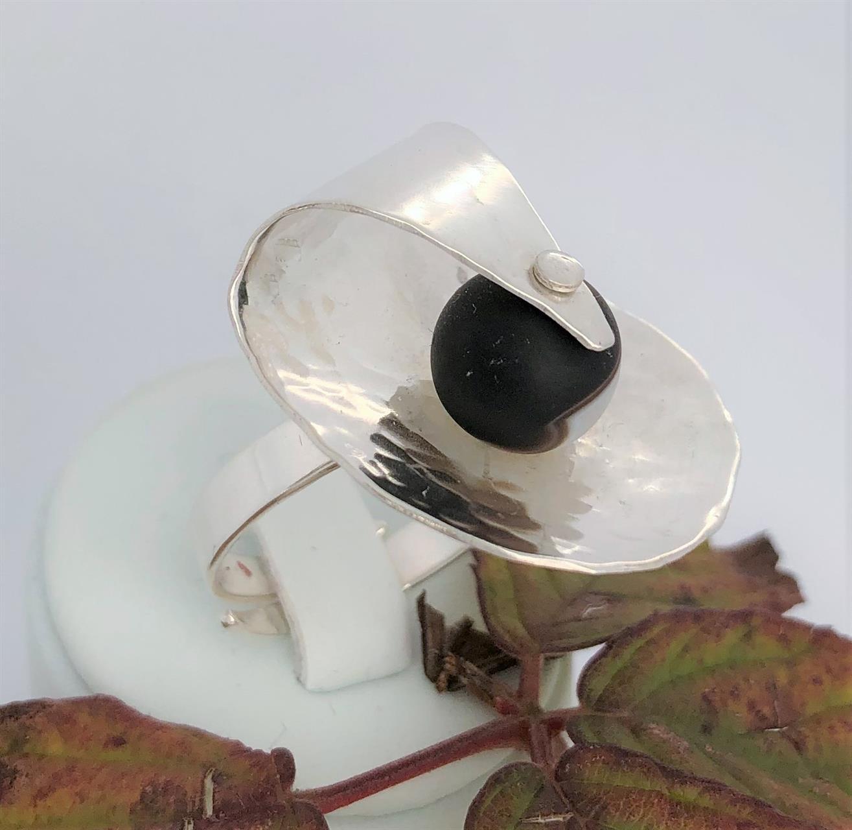 Ställbar silverring med svart oct vit agat.