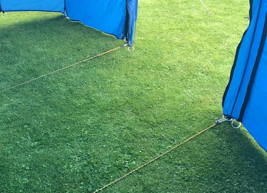 Spånlinor som användes för att stabilisera tältet vid blåst
