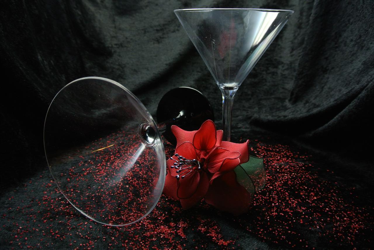 G600 Martineglas med svart fot