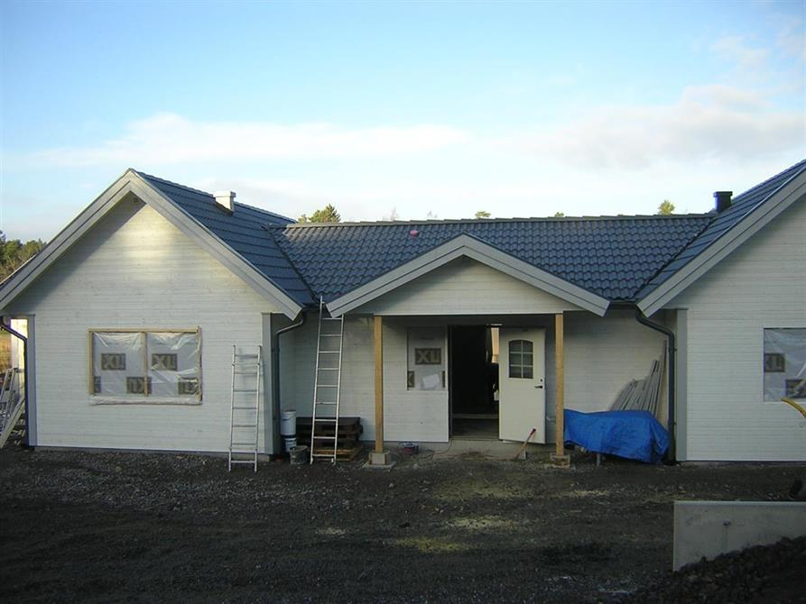 Vi har påbörjat bygget av en enplansvilla i lösvirke