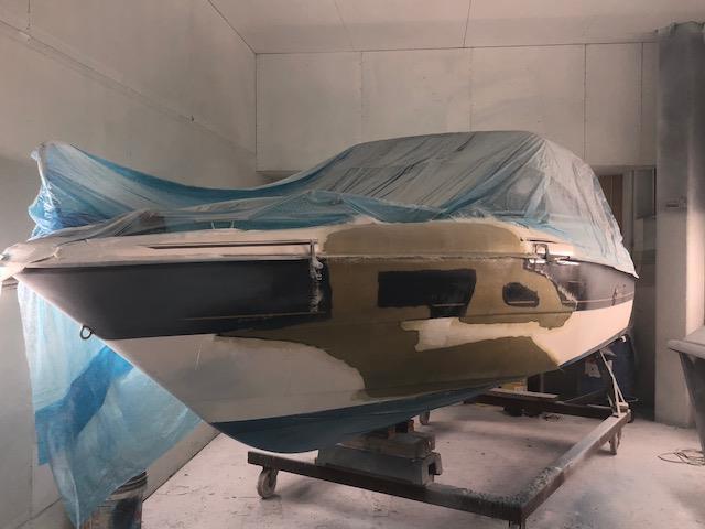 Båtskade under reparasjon i våre lokaler