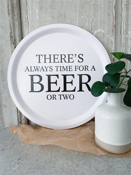 Bricka rund 31 cm, Beer, vit/svart text