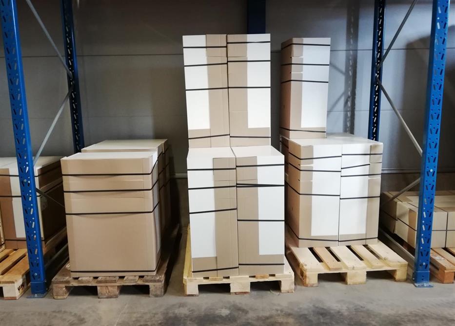 På lager har vi stor sortering av monterade köksstommar. Här finns i bänk-, vägg- och högskåp i olika bredd och höjd.