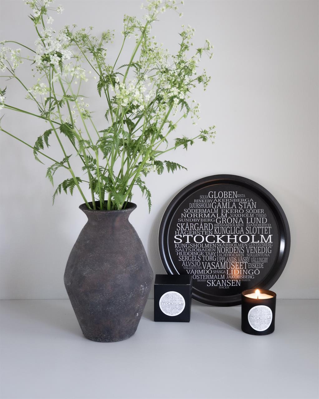 Bricka rund 31 cm, Stockholm, svart/vit text
