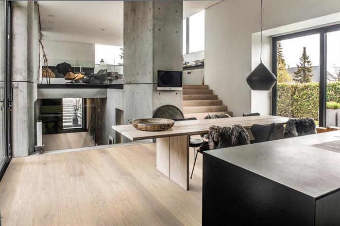 Lys opp hjemmet med et hvitt gulv