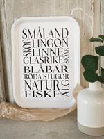 Bricka 27x20 cm, Småland, vit/svart text