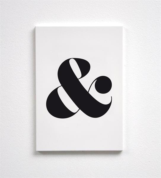 Trätavla A4, &, vit/svart text