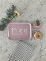 Bricka 27x20 cm, Make time FIKA, rosa/vit text