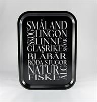 Bricka 27x20 cm, Småland, svart/vit text