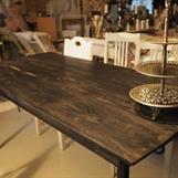 Handgjort bord i svart ek från 1100 talet mått 1.65 br 80cm tjocklek 2,5-3cm höjd till skiva 74cm höjd till sarg 64 pris 19.500