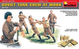 SOVIET TANK CREW AT WORK