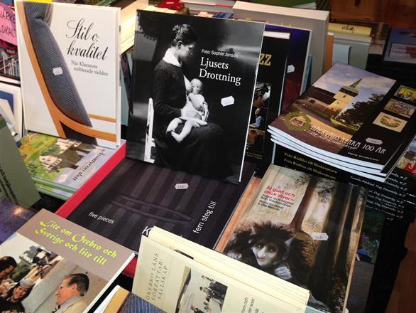 Vår lokala bokskatt är något unik, mycket duktiga författare!
