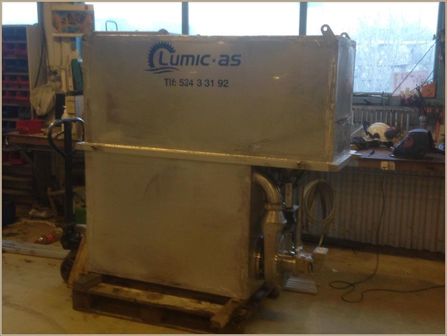 Ensillasje  tank med kvern for biomasse.