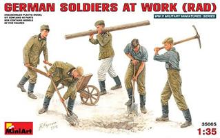 GERMAN SOLDIERS AT WORK (RAD)