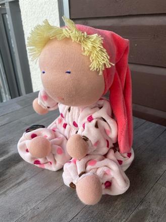 NY! Ljus-ljus rosa overall med lila, rosa och bruna prickar - rosa luva -  ca 30 cm lång, luvan 20 cm -- klicka för att beställa!