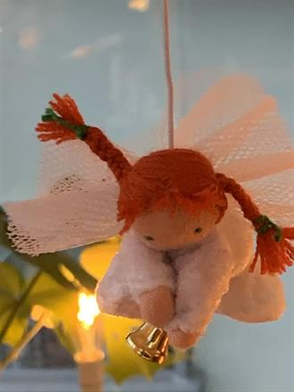 Small guardian angel in white crushed velvet- SEK 100