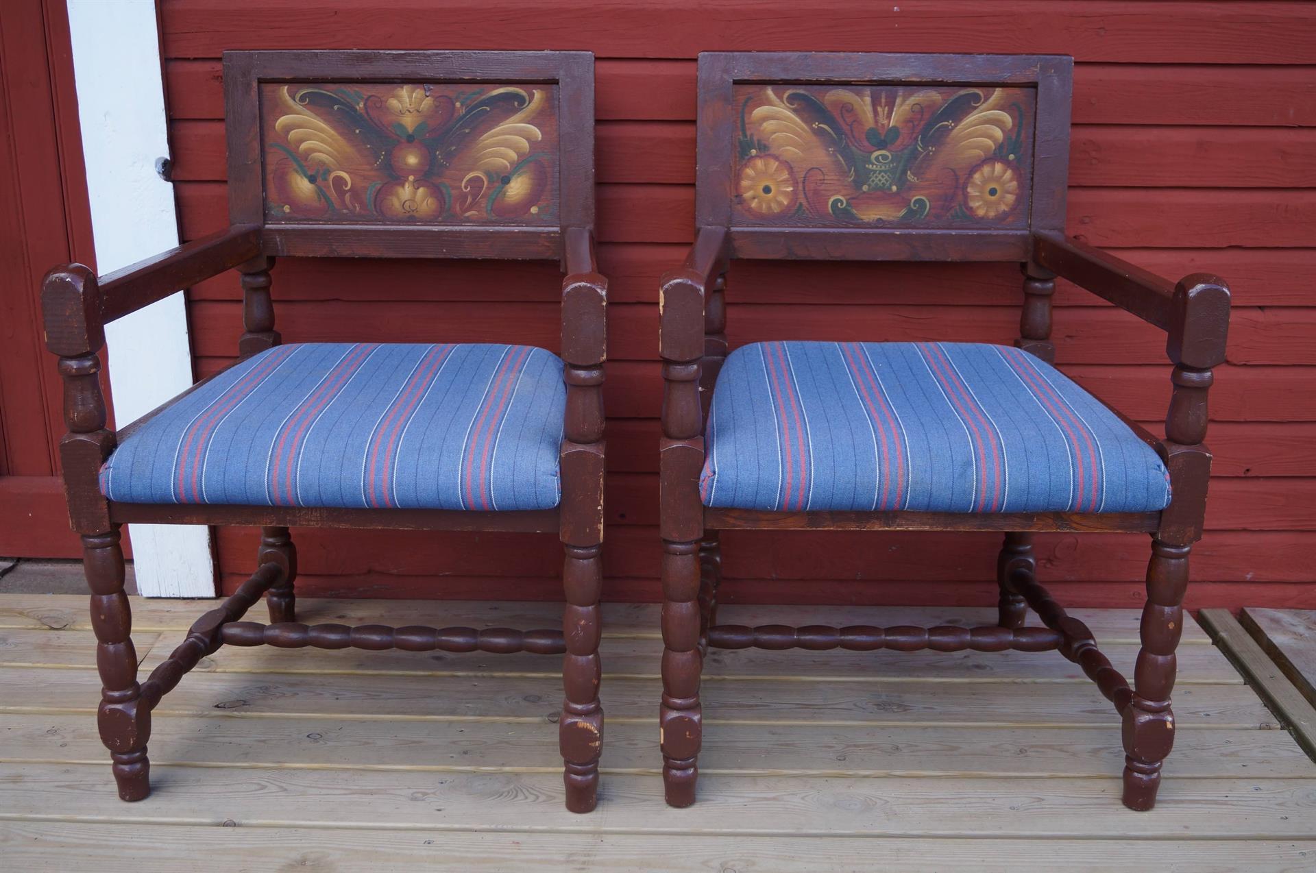 Kurbitsmålade stolar