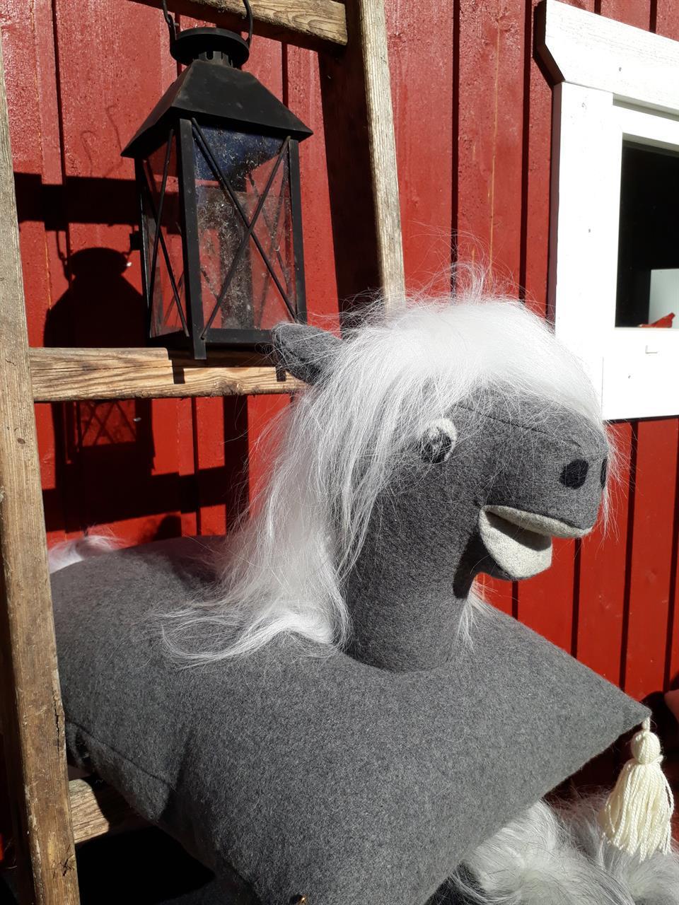 Glad hästkudde