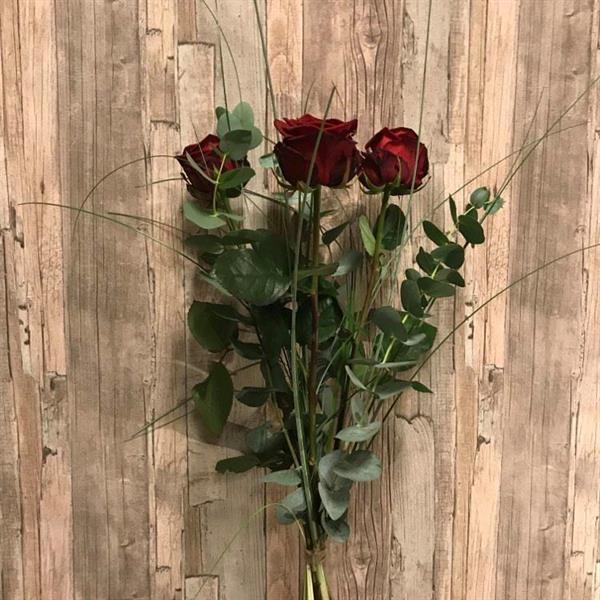 Tre röda rosor