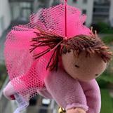 Stor skyddsängel i rosa velour m brunmelerade tofsar!