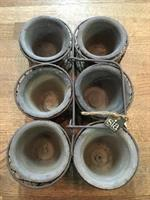 Trådkorg med 6 stycken små lerkrukor från Sia