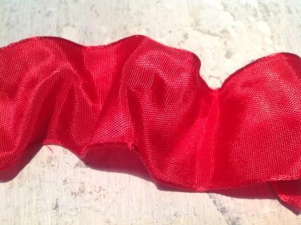 Rött band med ståltråd