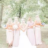 Sandra med sina tjejer foto Kristoffer Björnberg @weddingsverige