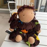 Mellanbarn med bruna tofsar och chokladbrun velour -SÅLD!
