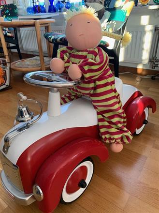 En rejäl docka! 50 cm lång med blonda flätor!