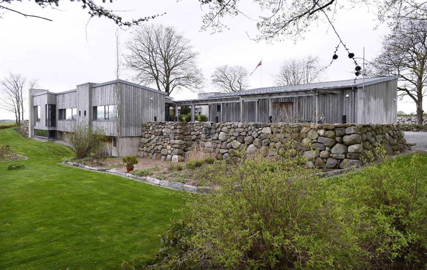 Funkies hus og naturstein mur