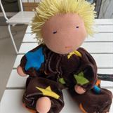 Mellanbarn med rakt kort blont hår -Klicka på bilden för att beställa!