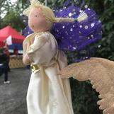 Rak ängel med fräcka vingar