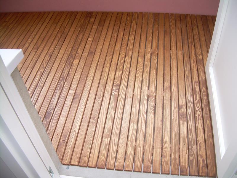 Puupinnoitteet esimerkiksi parvekkeen lattialle