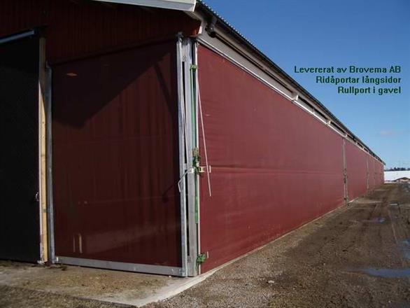 Vervaeke - vindnät 90 % vindreduktion - Rullportar i gavel - Ridåportar i långsidor