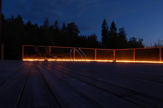 Vackert räcke med stämningsfull belysning underifrån!