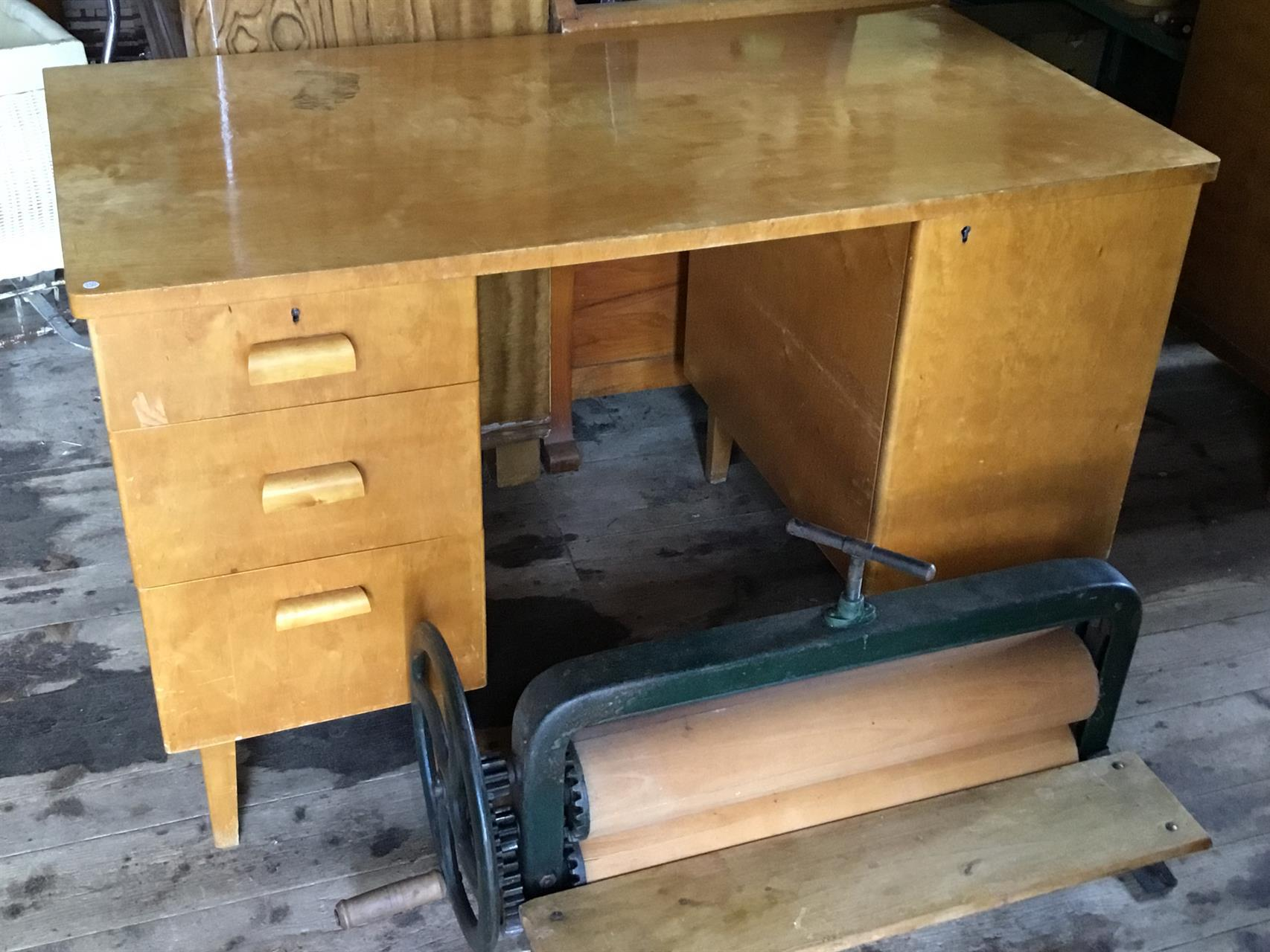 Skrivbord ek