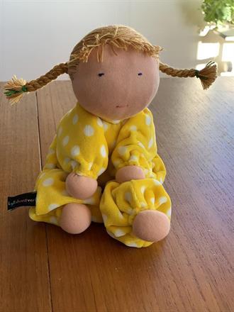 Large hug doll with cendré braids - SEK 350 !