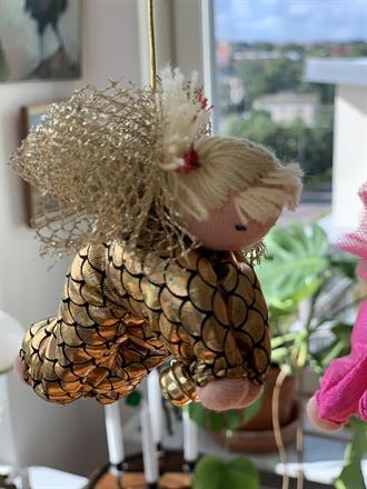 Large golden guardian angel with blond tassels - SEK 130