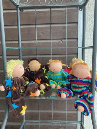 Fem nya mellanbarn i skön velour med ren ull i kroppen, med hår - 300 kr/st